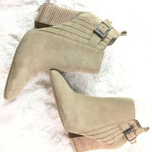 Guess tan ankle boots size 9 1/2 NWOT